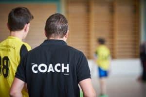 Jakie są prawa i obowiązki trenera piłki nożnej?