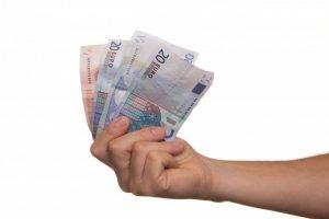 Czy zawodnik niepełnoletni może sam pobierać wynagrodzenie z klubu?